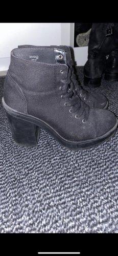 Schwarze Stiefeletten mit dickem Absatz