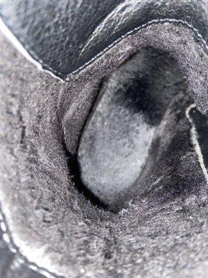 Sznurowane botki czarny