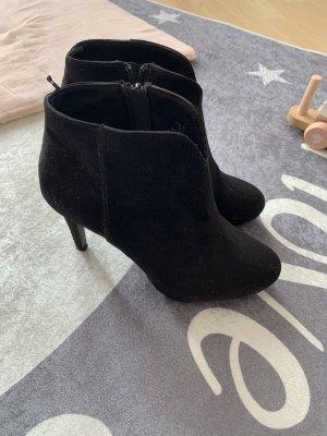 Schwarze Stieflette