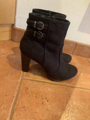 Schwarze Stiefletten