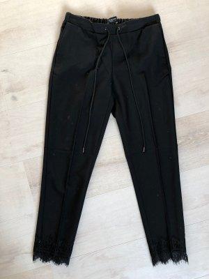 Schwarze Stoffhose mit Spitze