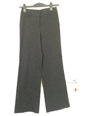 Schwarze Stoffhose mit weitem Bein