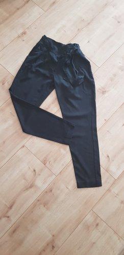 schwarze Stoffhose von Mango