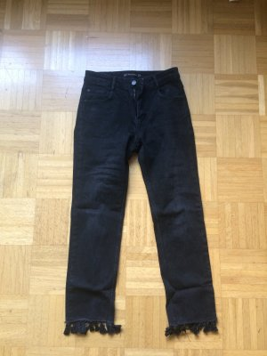 Schwarze Straight Jeans mit Quasten