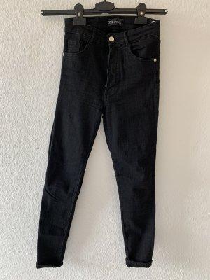 Schwarze Stretch- & High-Waist Hose