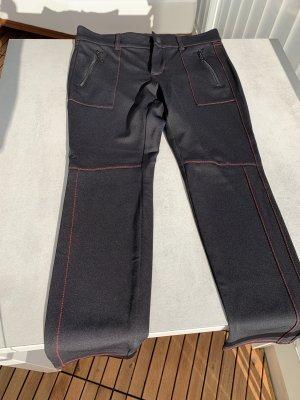 Schwarze Stretchhose mit roten Nähten von Mac Größe 38
