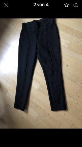 Schwarze Stretchhose, super bequem von Zara, klein geschnitten , Bundweite 37cm entspricht GrößeS-M