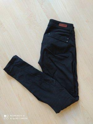 schwarze stretchige Röhrenhose