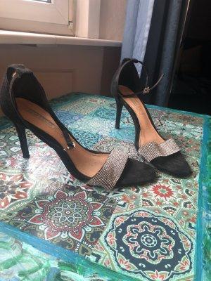 Schwarze suede Riemchen Sandaletten mit Bleistiftheels