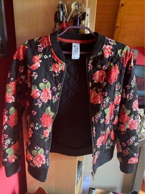Schwarze Sweatjacke mit schönem Rosenmuster
