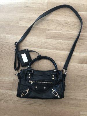 Schwarze Tasche im Balenciaga Stil