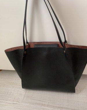Schwarze Tasche innen Rosé