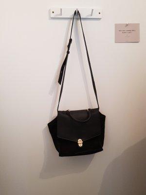 schwarze Tasche / langer Riemen / Schultertasche