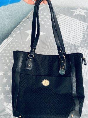 Schwarze Tasche von Tommy Hilfiger