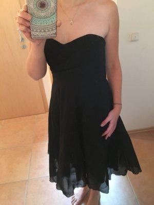 schwarze trägerloses Kleid