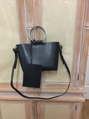 schwarze umfunktionierbare Taschen