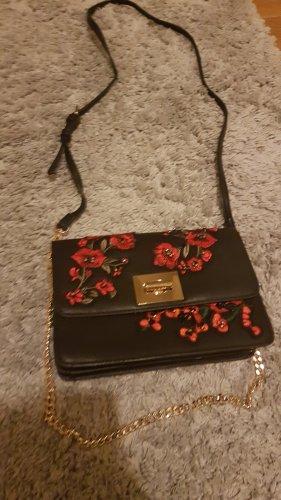 schwarze Umhängetasche mit Blumenstickereien