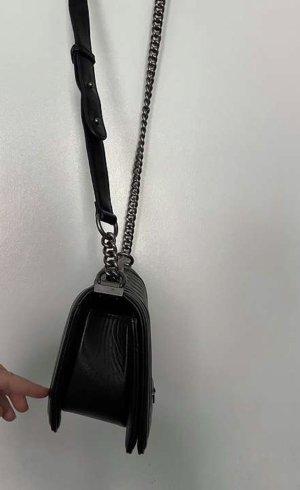 Schwarze Umhängetasche mit silber details