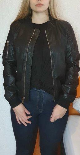 Schwarze unechte Lederjacke