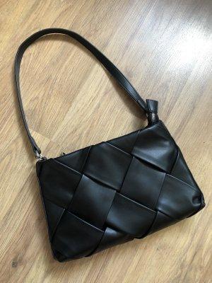 Schwarze Unterarmtasche