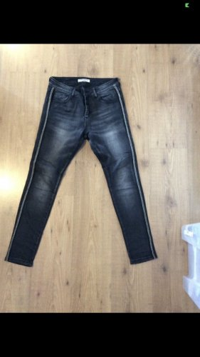 Schwarze Used Jeans mit seitlichen Glitzer Steinen