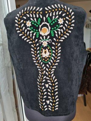 Schwarze Velourslederweste mit hübscher Stickerei