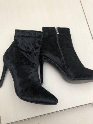 Schwarze velvet Stiefeletten