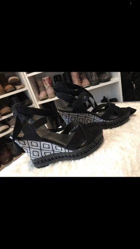 Schwarze Wedges Sandalen mit Bändern
