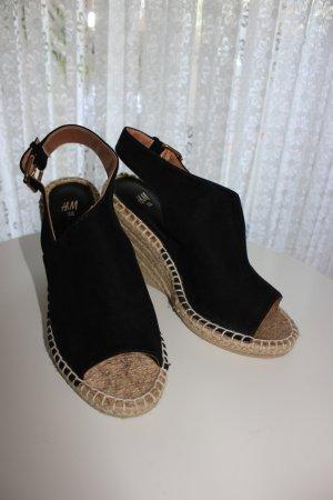Wedges Sandalen Peep Toes Plateau Knöchelband hinten aus Stretch (vorne 2,5 cm Mitte 4 cm hinten 6 cm) schwarz Grösse 37 H&M – nur 2,3 x getragen