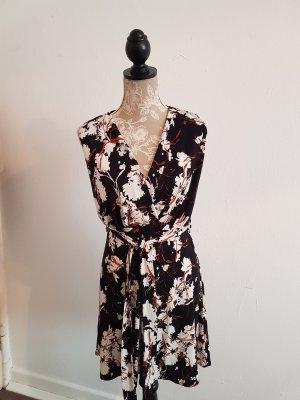 schwarze-weißes Sommerkleid