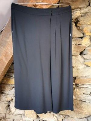 Schwarze, weite Culotte von Marc O'Polo aus Viskose mit asymmetrischem Verschluss