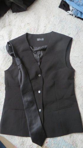 Schwarze Weste mit Krawatte
