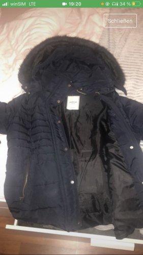 Schwarze Winterjacke in Größe M
