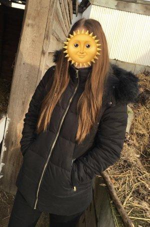 Schwarze Winterjacke in Größe S / 36 mit Kunstleder und Kunst-Fell-Kapuze