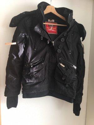 schwarze winterjacke von khujo