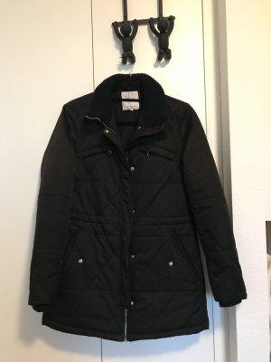 schwarze Winterjacke von Zara