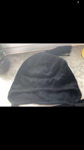 Schwarze Wintermütze