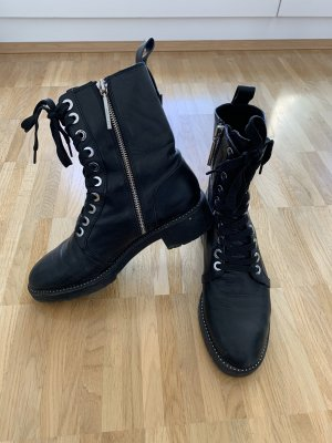 Schwarze Zara Stiefel mit Mini-Applikationen