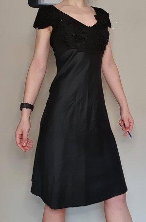 schwarzed Kleid