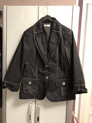 Schwarzer Blazer mit feinen grauen Streifen