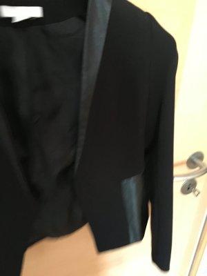 schwarzer Blazer mit Lederdetails