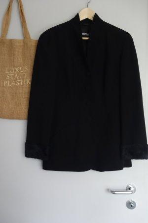 schwarzer Blazer mit Schalkragen, Faux-Fur Ärmel