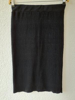 Schwarzer Bleistiftrock aus geripptem Material