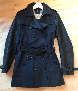 Schwarzer Burberry Brit Trenchcoat / Jacke mit Nieten und Leder