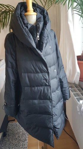 schwarzer Daunenmantel  Zara