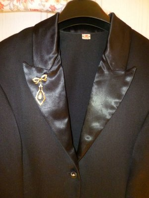Schwarzer Designer Smokingblazer, letztes Bild:dazu passendes -Amisu Gilett -Amisu/Spitzenbluse (wertvolle Ätz- Samtspitze  Blumenmuster)