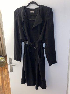 Schwarzer eleganter leichter Mantel