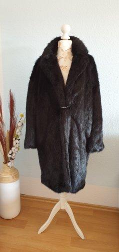 schwarzer Fake-Fur Mantel, Kunstpelzmantel von Mango