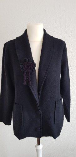Schwarzer Fleece Blazer mit angesteckter Blüte von Heine Größe 44