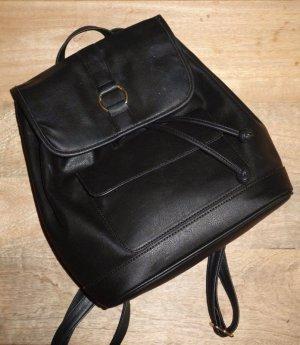 Schwarzer, hochwertiger Rucksack aus  mit Metallring Von Deena & Ozzy